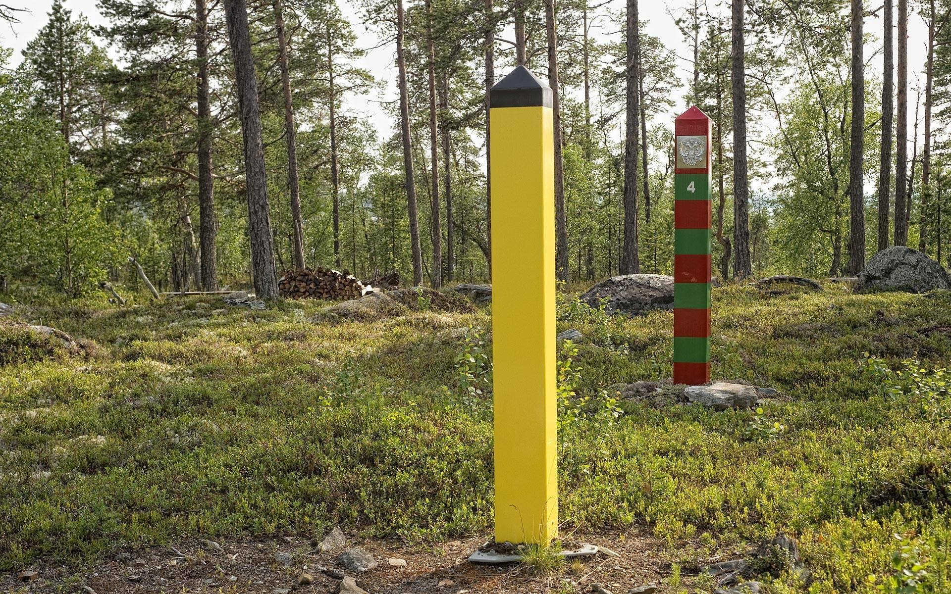 Norwegian and Russian border markers